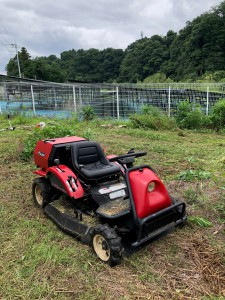 乗用草刈り機